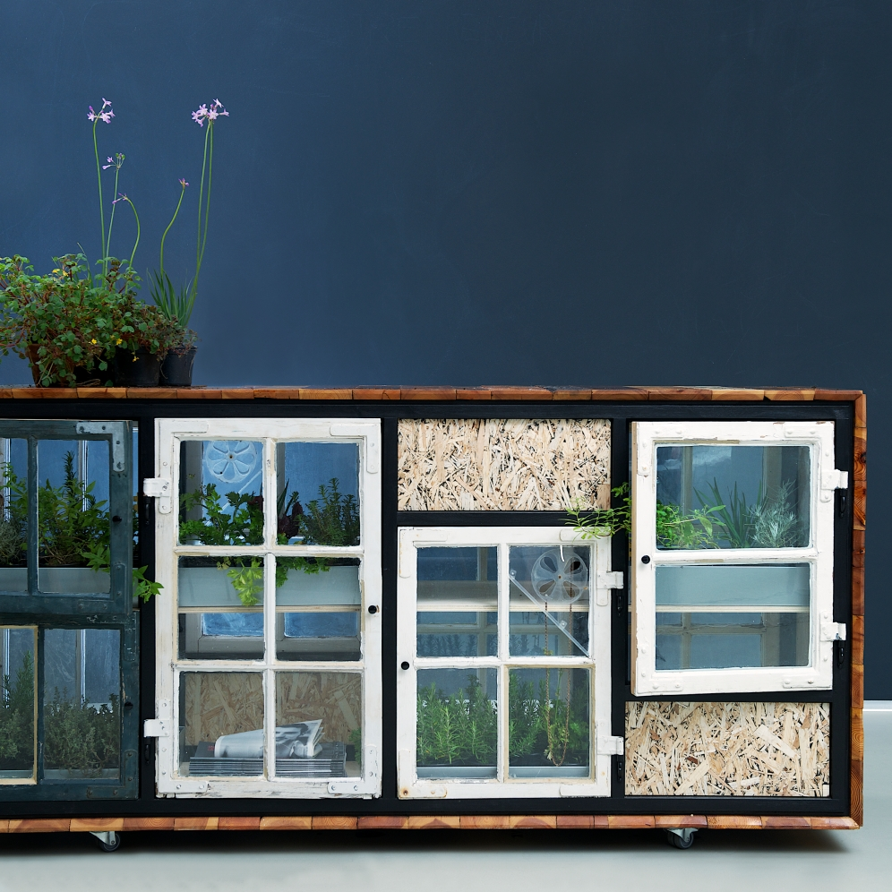 Green Room Divider / Front